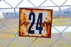 Sinal oxidado do número 24 Fotografia de Stock