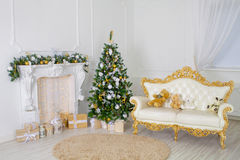 Uma sala de visitas bonita decorada para o Natal Imagem de Stock Royalty Free
