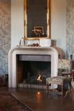 Uma sala luxuoso com chaminé Imagens de Stock Royalty Free