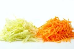 Uma salada das cenouras e do repolho imagens de stock royalty free