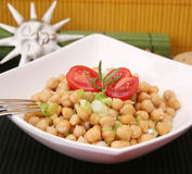 Uma salada fresca de ervilhas de pintainho Imagem de Stock Royalty Free