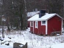 Uma sauna pequena está vazia devido ao inverno em nosso arquipélago e em sua natureza bonita dela Imagem de Stock Royalty Free