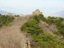 Uma seção não restaurada do Grande Muralha de China foto de stock