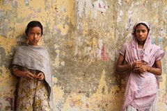 Uma senhora e uma menina Imagens de Stock Royalty Free