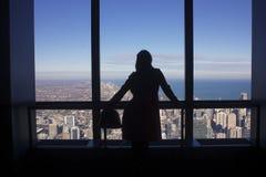 Uma silhueta de uma mulher Foto de Stock Royalty Free