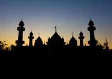 Uma silhueta de uma mesquita imagem de stock royalty free