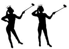 Uma silhueta uma mulher narcisística e egoísta faz o selfie no telefone ilustração royalty free