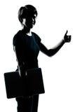 Uma silhueta nova da menina do adolescente que guardara o compu levando do portátil Imagens de Stock Royalty Free