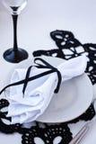 Uma tabela ajustada para um banquette do jantar fotografia de stock