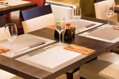 Uma tabela em um restaurante de sushi Fotografia de Stock Royalty Free