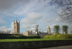 Uma tarde agradável no parque em Londres imagens de stock
