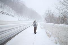 Uma tempestade de neve grande na área de montanha da neve no Hokkaido, Japão Imagem de Stock