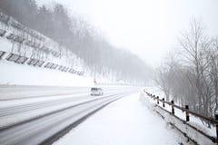 Uma tempestade de neve grande na área de montanha da neve no Hokkaido, Japão Foto de Stock