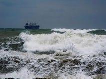 Uma tempestade no mar Imagens de Stock Royalty Free