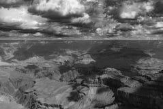 Uma tempestade que fabrica cerveja sobre o parque nacional de Grand Canyon fotos de stock royalty free
