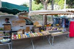 Uma tenda do mercado do sabão em Collioure France Fotos de Stock Royalty Free