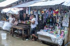 Uma tenda em Indiana, uma cidade do mercado no Rio Amazonas no Peru Fotografia de Stock