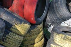 Uma tentativa na pintura usando pneus velhos? Fotografia de Stock