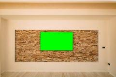 Uma tevê moderna do LCD com uma suspensão verde da tela fotografia de stock royalty free
