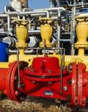 Uma torneira da emergência do incêndio do vermelho e do amarelo imagem de stock