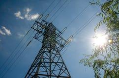 Uma torre da transmissão ou torre de poder imagem de stock royalty free