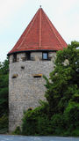 Uma torre medieval redonda com um telhado vermelho em Osnabruck, Alemanha Fotos de Stock Royalty Free