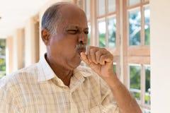 Uma tosse má imagens de stock