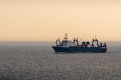 Uma traineira do alto mar da pesca do alto mar foto de stock