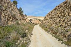 Uma trilha de ciclo através de uma ravina Foto de Stock Royalty Free