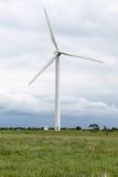 Uma turbina eólica e um céu da ninhada Yorkshire Fotografia de Stock