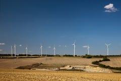 Ajardine com turbinas eólicas Fotografia de Stock