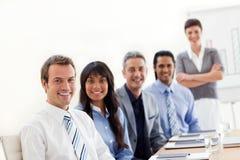 Uma unidade de negócio que mostra a diversidade étnica Foto de Stock Royalty Free
