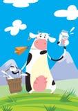 Vaca com um pacote do leite e uma cubeta Fotografia de Stock