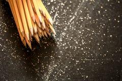 Uma variedade de lápis da grafite foto de stock