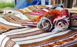Uma variedade de toalhas bordadas feitos a mão tradicionais ucranianas Fotografia de Stock Royalty Free
