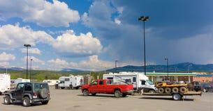 Uma variedade de veículos recreativos nos territórios yukon Fotografia de Stock Royalty Free