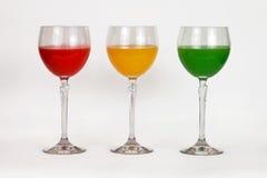 Uma variedade de vidros com água colorida Fotografia de Stock Royalty Free