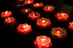 Uma vela ardente Imagens de Stock