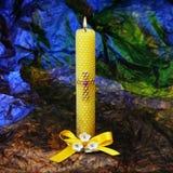 Uma vela ardente religiosa para uma oração Fotografia de Stock Royalty Free