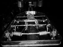 Uma vez? Cena antiquado da manhã: máquina de escrever antiga, copo do café fresco, contrato do negócio e pena Imagens de Stock