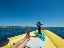 Uma viagem do barco perto da costa do Algarve Fotografia de Stock
