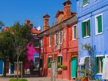 Uma vila muito colorida em Vêneto, Itália imagens de stock