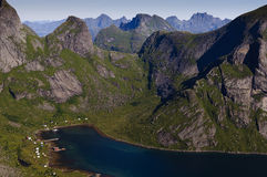 Uma vila pequena em Lofoten Imagens de Stock Royalty Free