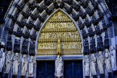 Uma visão da porta da catedral da água de Colônia Imagens de Stock