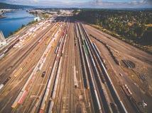Uma vista aérea da união o Pacífico treina em Portland Oregon imagem de stock royalty free