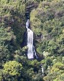 Uma vista aérea de Paihi cai na estrada a Hana, Maui, Havaí Imagens de Stock Royalty Free