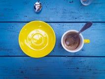 Uma vista aérea de um copo vazio do café Fotografia de Stock