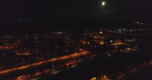 Uma vista aérea surpreendente da cidade na noite, Estônia de Kohtla-Jarve video estoque