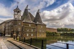 Uma vista abaixo da pista de três moinhos em Lee Valley, Londres foto de stock royalty free