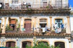 Uma vista abstrata de um terraço em Havana velho fotos de stock